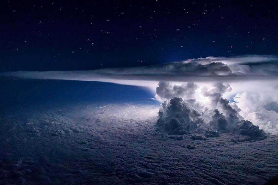 Восхитительные снимки с борта самолёта: бури и грозы глазами пилота - ПоЗиТиФфЧиК - сайт позитивного настроения!